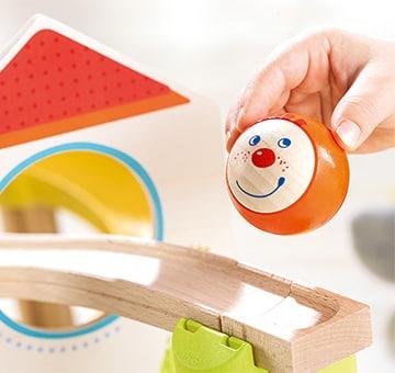 t-360-haba-spielzeug-vom-holzklotz-zum-kullerkerl-paul-eine-reise-durch-die-haba-spielwarenfertigung.jpg