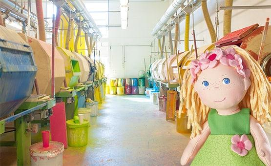 t-555-haba-kinderspielzeug-mali-wer-malt-die-haba-spielfiguren-so-schoen-bunt-an.jpg