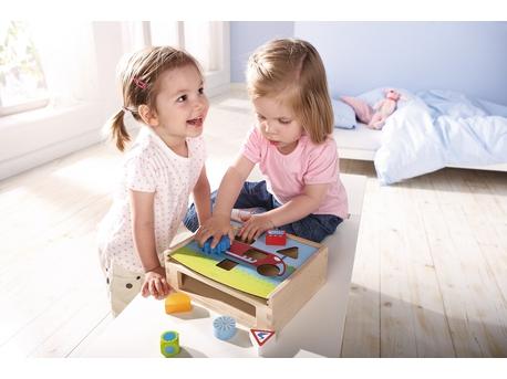 HABA Sortierbox Flotte Flitze Ansicht Kinder spielen mit Sortierbox